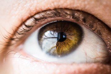 Øjenlågsoperation til trække øjne